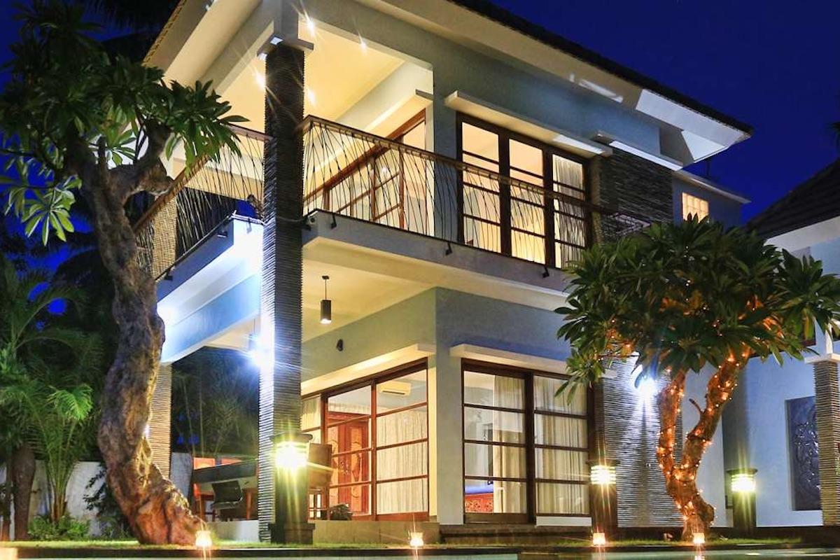 4 villas complex for lease in Legian